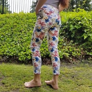 Tommy Bahama Ankle Jeans White Tropical Print Sz 2